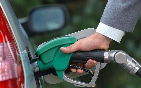 В Управлении федеральной антимонопольной службы Смоленской области продолжают проверять цены на нефтепродукты на автозаправках Смоленс