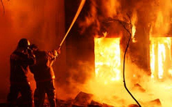 ВСмоленской области трое погибли вгорящем доме