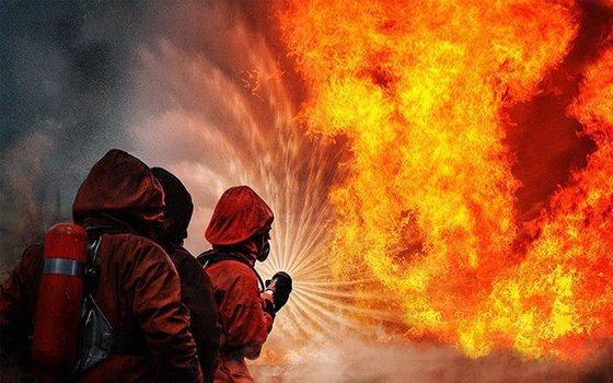 Восемь человек эвакуировали cотрудники экстренных служб наЧерняховского вСмоленске