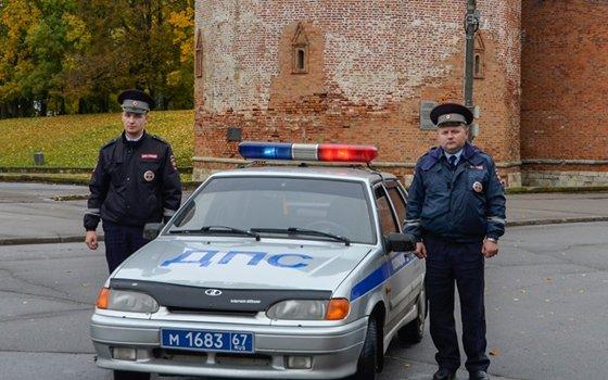 Смоленские полицейские спасли девушку, потерявшую сознание наостановке