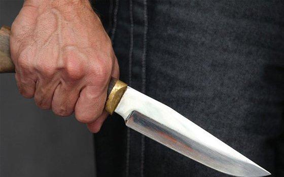 Неизвестный пытался задушить жительницу Ярцева прямо у ее дома