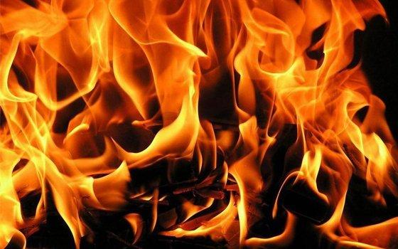 Киоск зажегся наОктябрьской революции вСмоленске
