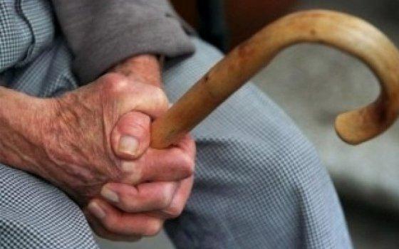 Усмоленского пенсионера мошенница вытянула изкошелька 10 тыс. руб.