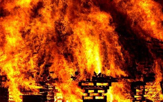 ВВелиже впожаре пострадали женщина игодовалый ребёнок
