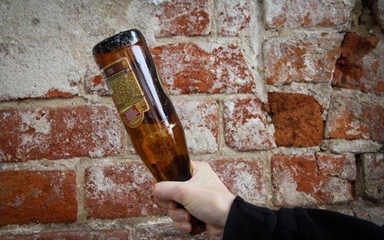 29-летний парень ударил бутылкой смоленского полицейского