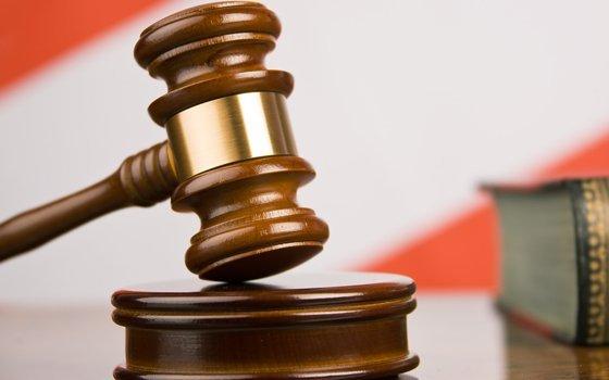 Работник медучреждения вДесногорске «шиковал» наказённые деньги