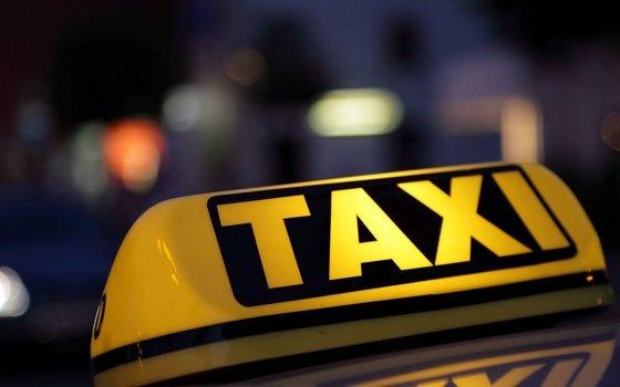 Пассажир похитил телефон таксиста вСмоленской области