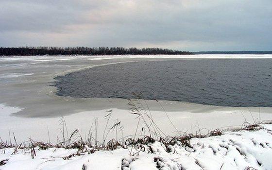 ВСмоленской области впалатке обнаружили тело рыбака