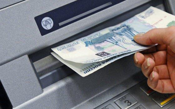 ВРудне женщина присвоила себе деньги, выданные банкоматом прошлому клиенту
