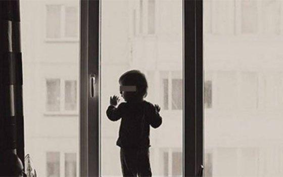 ВСмоленске ребенок выпал изокна 2-го этажа