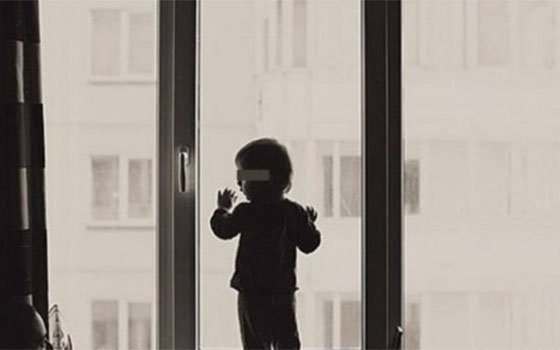 Вмикрорайоне Гнездово ребенок упал изокна 2-го этажа