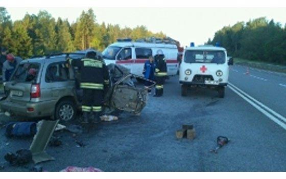 Жуткое ДТП натрассе Москва-Минск: «Газель» расплющила Киа, умер человек