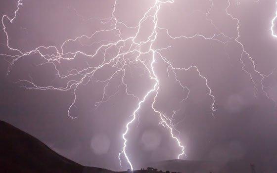ВНоводугинском районе молния уничтожила две постройки