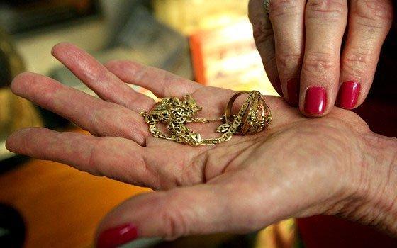 15-летняя смолянка отдала 28 тыс. руб. заснятие порчи