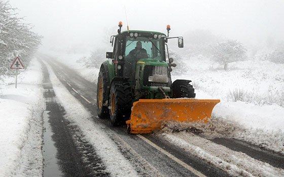 ВСмоленске науборку снега вывели 25 единиц техники
