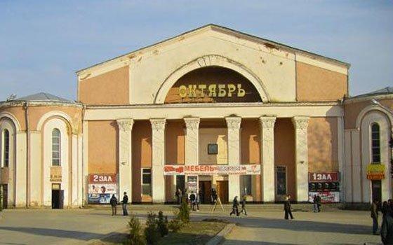 ВСмоленске около кинотеатра «Октябрь» появится обычная детская площадка
