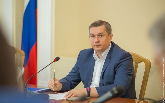 Руководитель Смоленска потребовал убирать город, не растрачивая напрасно бензин