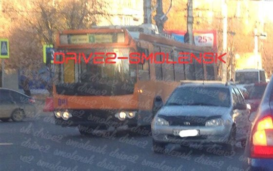 ДТП с троллейбусом и легковушкой произошло в Смоленске