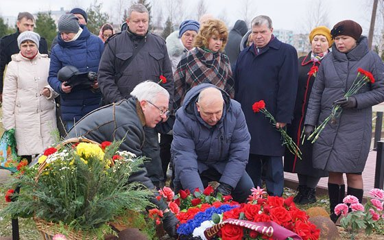 В поселке Озерный почтили память погибших защитников Отечества