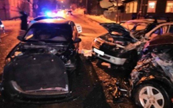 Под Михновкой столкнулись четыре автомобиля, есть пострадавшие