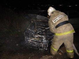 В Ярцево ночью сгорел автомобиль Renault Logan