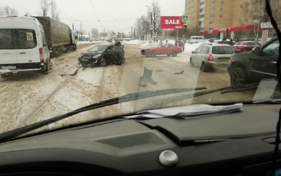 На улице 25 Сентября в Смоленске столкнулись три автомобиля
