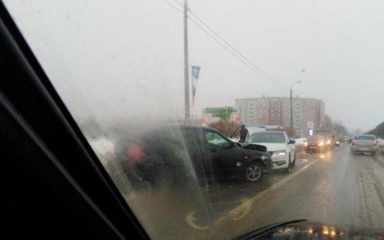 На улице Маршала Еременко в Смоленске «лоб в лоб» столкнулись автомобили