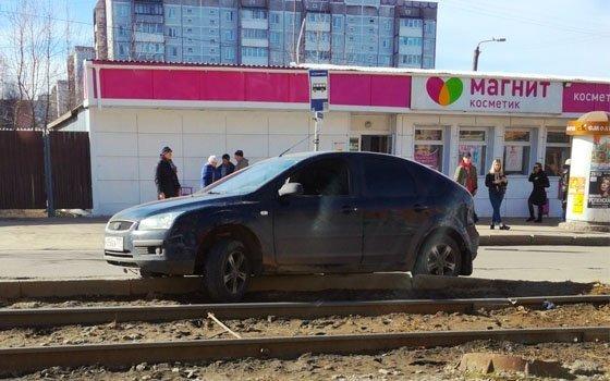 ДТП в Смоленске: из-за иномарки Ford стали трамваи