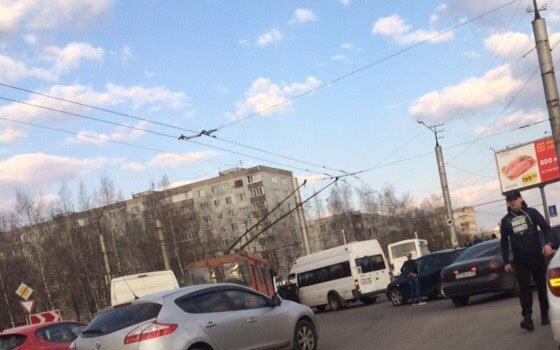 В районе Киселевки маршрутка влетела в троллейбус