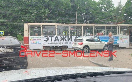 В Смоленске на Тенишевой произошло ДТП с трамваем и иномаркой