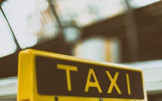 В Рославле «предприимчивый» таксист принес неприятности своему клиенту