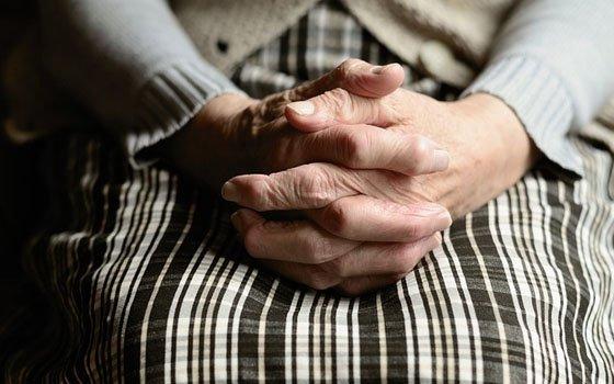 В Смоленском районе парень «навел порядок» в сарае 91-летней пенсионерки