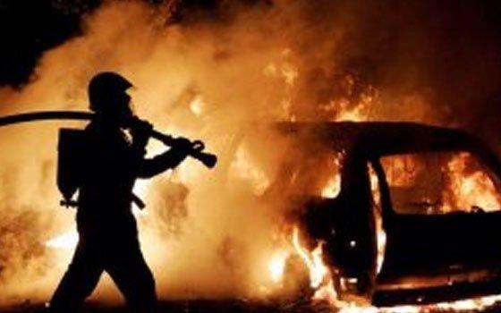 В поселке Стодолище пожарные тушили автомобиль