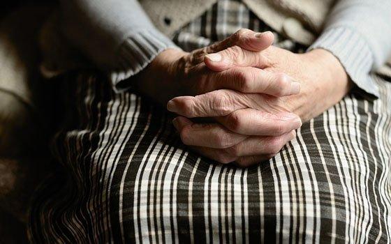 Смоленская пенсионерка пострадала от «соцработницы»