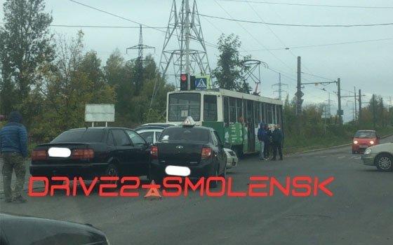 В Смоленске на перекрестке улиц случилось ДТП с иномарками