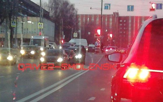 На Шевченко в Смоленске из-за «паровоза» образовалась пробка