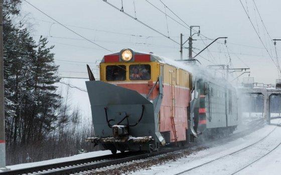 Очищать железнодорожные пути от снега готовы 18 единиц спецтехники
