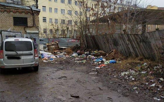 В центре Смоленска образовалась мусорная «достопримечательность»