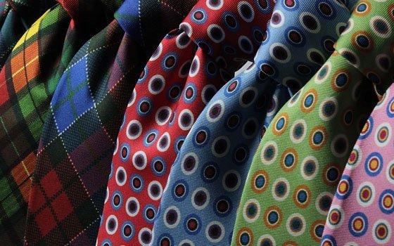 Смоленский губернатор не любит носить галстуки