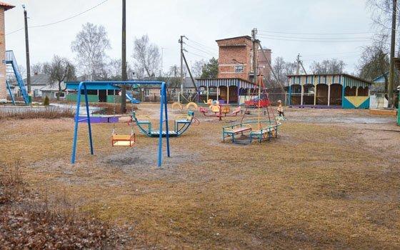 В Хиславичах в детсаду «Аленка» приведут в порядок игровую площадку