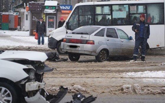Житель Смоленска ищет свидетелей серьезного ДТП на трамвайной линии
