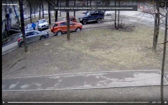 Житель Смоленска отломал зеркало припаркованной машины