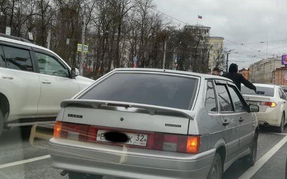 В Смоленске до перекрестка с Николаева образовалась пробка
