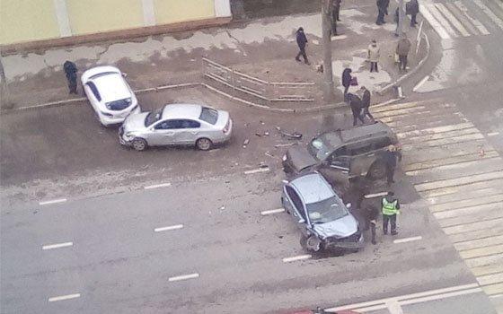 В Смоленске на Гагарина четыре авто вступили в «битву»