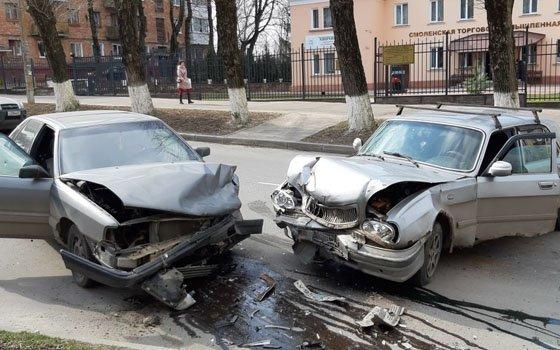В Смоленске на Бакунина случилась страшная авария