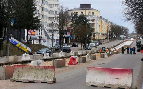 На Николаева в Смоленске образовалась пробка из-за дорожных работ
