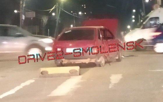 В Смоленске на перекрестке трех дорог случилось ДТП