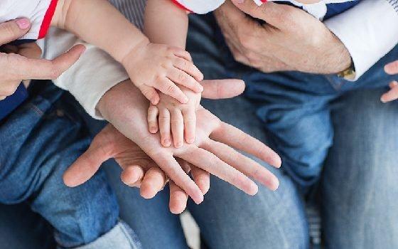 Смоленские власти продлили выплату пособий для многодетных семей