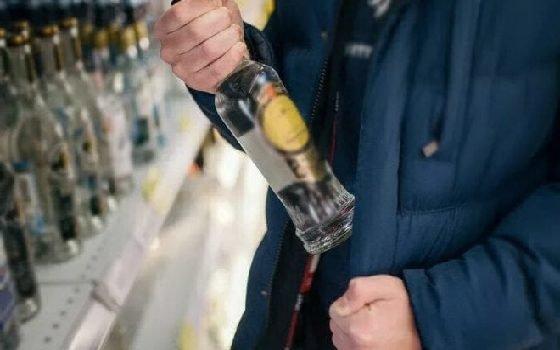 Житель Вязьмы попался на краже алкоголя в магазине