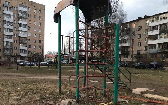 Соцсети: смоляне жалуются на состояние детской площадки
